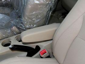 比亚迪-比亚迪S6车厢内饰图片
