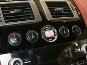 阿斯顿·马丁-阿斯顿马丁DB9中控方向盘图片