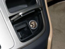 现代-H-1辉翼车厢内饰图片