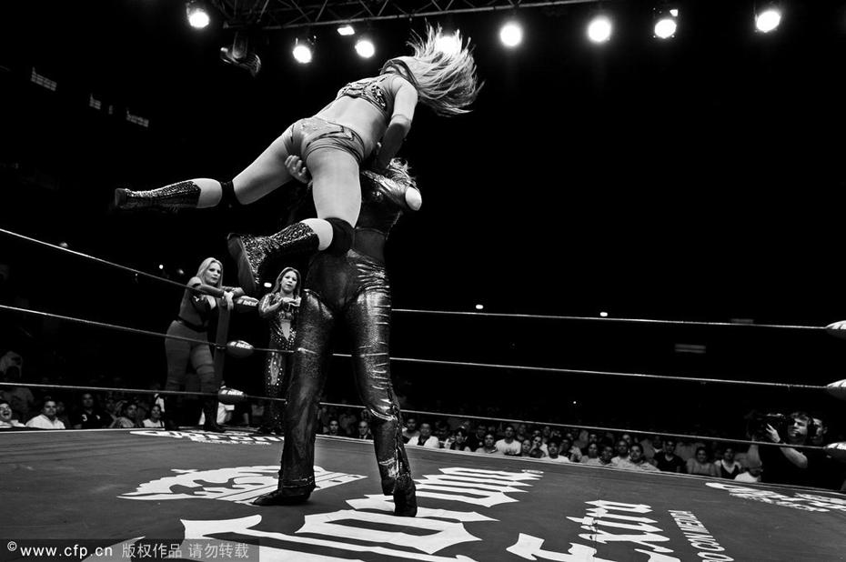 彪悍的墨西哥女摔跤手 图说体育