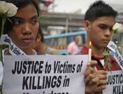 学生为遇害人质举行悼念活动