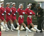 女民兵在进行最后的演练