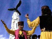 塔吉克人跳鹰舞迎游客