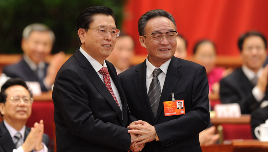 张德江当选第十二届全国人大常委会委员长 吴邦国与张德江握手