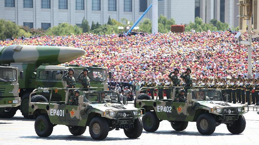 <font style=line-height:2em;color:#555>核常兼备导弹方队通过天安门广场。</font>