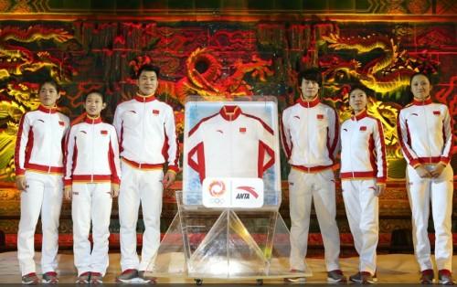 [高清组图]索契冬奥会中国队领奖服正式公布
