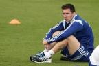 [高清组图]阿根廷进行赛前训练 梅西若有所思