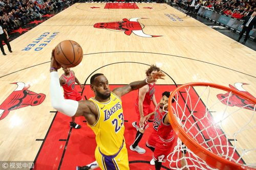 NBA常规赛:洛杉矶湖人队123-107芝加哥公牛队