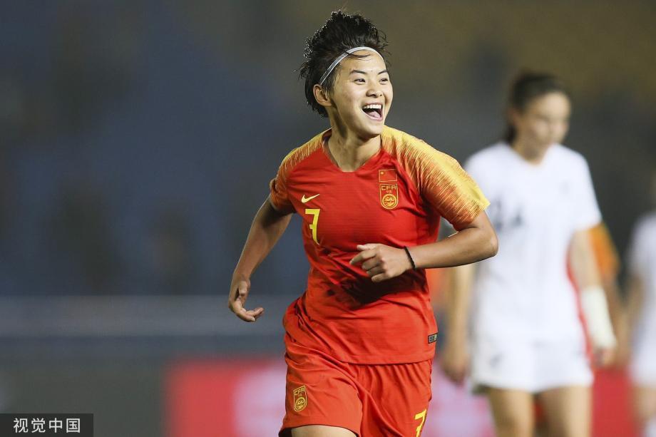 [图]王霜百场里程碑双响闪耀 女足2-0胜新西兰