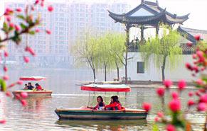 Китай снижает цены для туристов на