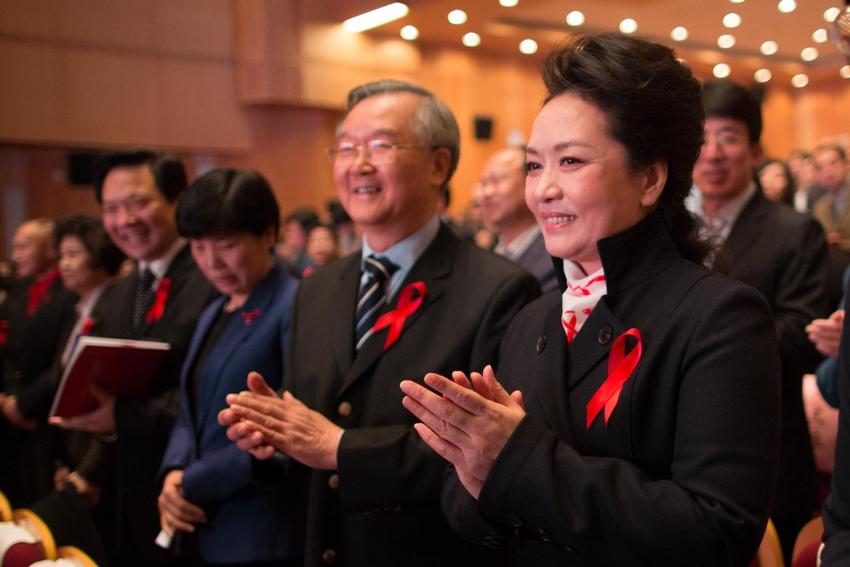 2013年艾滋病宣传日_彭丽媛参与2013年世界艾滋病日主题宣传活动_新闻频道