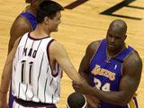 """<a href=http://sports.cntv.cn/2014/05/22/VIDE1400769368604172.shtml target=_blank>[NBA最前线]""""姚鲨对决"""" 传统中锋的顶级对决</a>"""