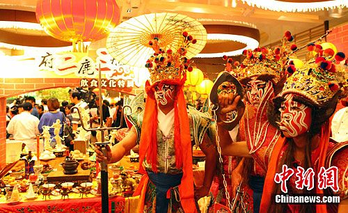 8月15日,台湾美食展在台北举行展前记者会。一年一度的美食盛事——台湾美食展将于本月17日在台北世贸中心一馆登场。中新社发 郭军 摄