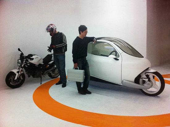 全球首款永远不会倒的电动摩托车C-1