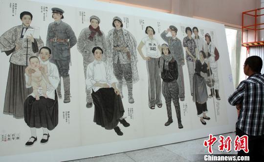 图为《三湘百年女杰》描绘了向警予、李贞、王灿芝等13位湘籍巾帼英杰的群像。邓霞 摄