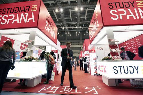 В КНР открылась крупнейшая международная выставка высшего образования