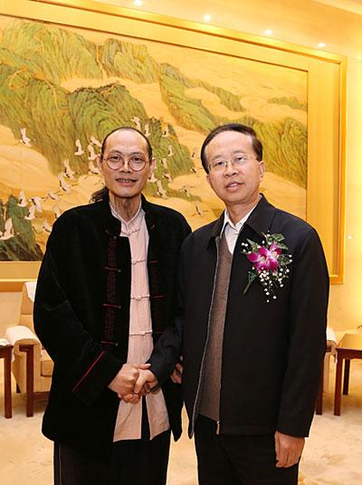 中国文联党组成员副主席左中一对董希源的画作给予了高度评价。摄影:王保胜