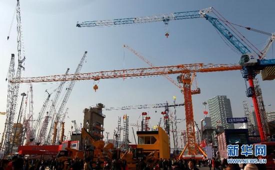 这是博览会室外展区展示的工程机械(11月27日摄)。新华社记者 裴鑫 摄