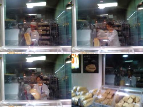 图为家乐福店员工赤手抓面包工作场景