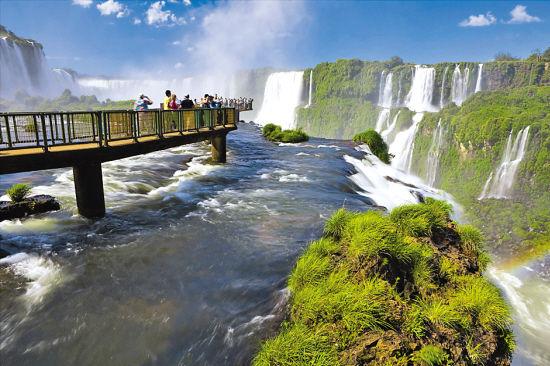巴西与阿根廷边界的伊瓜苏瀑布