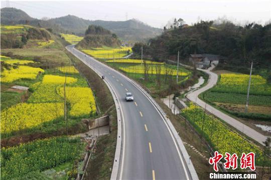 2013首届四川国际自驾赏花节在成都崇州开幕