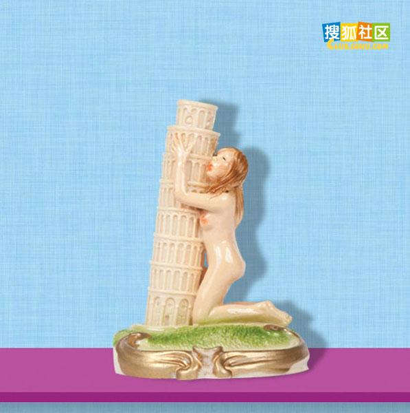 裸女抱着比萨斜塔