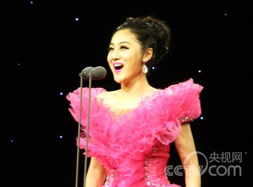 江苏队王莉丽演唱《玛依拉变奏曲》
