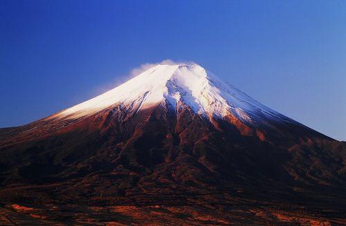 日本富士山不断发生异变出现300米长裂缝(图)