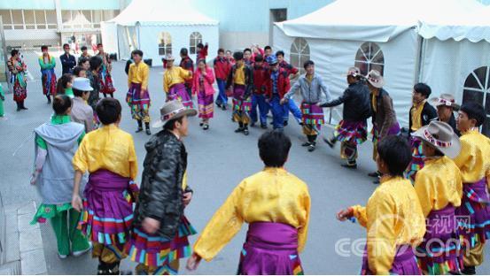 藏族特有的民族舞蹈——锅庄