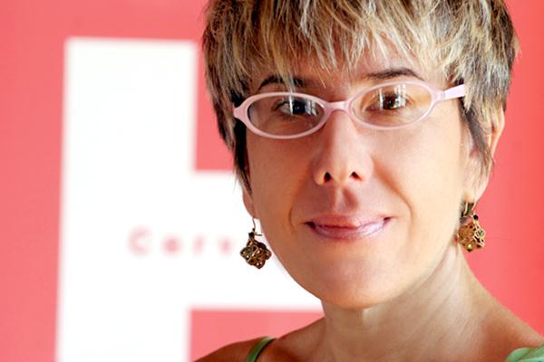 易玛•孔萨雷斯•布依,西班牙巴塞罗那出生。巴塞罗那大学国际文化合作与管理硕士、地理与历史系硕士学位。2006年8月至今,任北京塞万提斯学院院长。