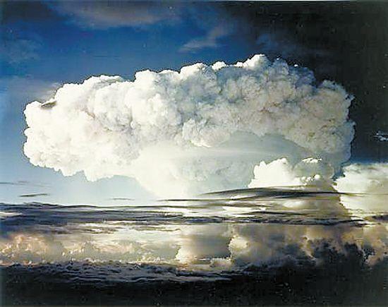 鲁尼特岛,美国在这座环岛进行核试验。