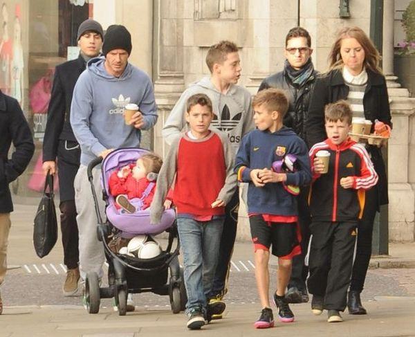 贝克汉姆有几个孩子_贝克汉姆跟孩子们