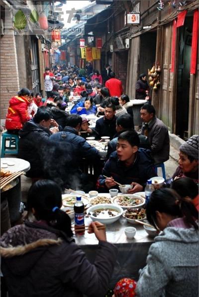 江津/腊月底的长街宴(图片来源:远方网)