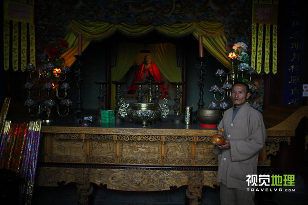 正果寺内供奉的包骨真身佛像