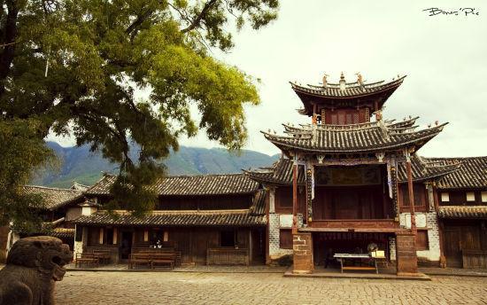寺庙的对面就是古戏台