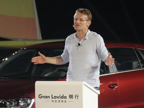 上海大众汽车有限公司第一副总经理兼商务执行副总经理 何思源 先生