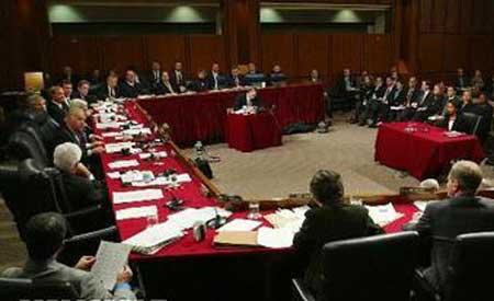 """美国国会参议院通过了""""支持和平解决亚太海域争端""""的决议文"""