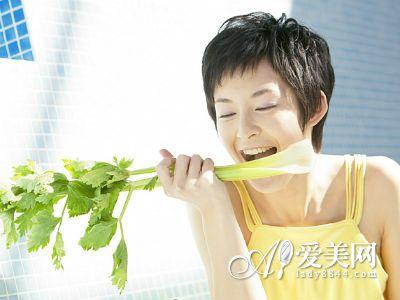 秋季吃芹菜补血+清肠 推荐7个芹菜食谱