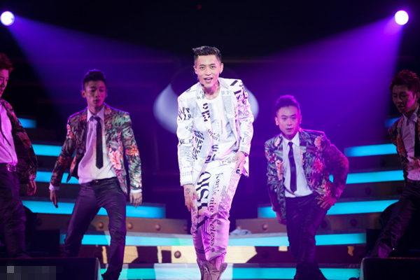 2013MusicRadio魏晨MyWay北京演唱会-魏晨演唱会跪地求婚 全场歌迷