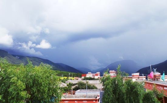 海三千二百米云海萦绕的香格里拉县尼西乡