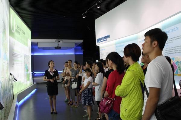 旅游推广员在广西规划馆实地受训  唐晓宁  摄影