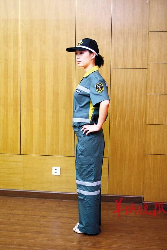 广州/广州部分街道环卫工被禁止戴草帽称影响市容...