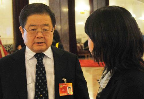 2010年,王晓玉以全国政协委员身份接受新华网采访