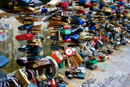 """全球最著名的12个""""锁""""住爱情的地方"""