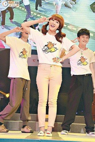 韩国女歌手Hari摆出可爱姿势.-邓紫棋不理是非模仿甄妮 蔡卓妍支持图片
