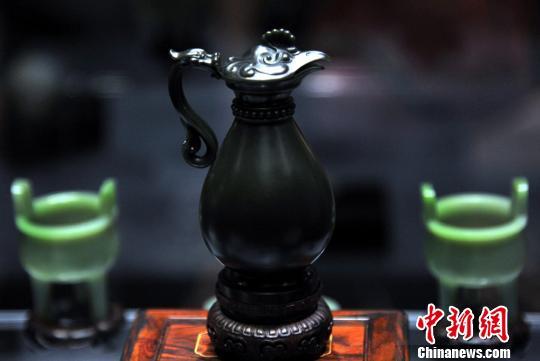 """苏帮玉雕艺术精品美仑美奂,""""惊艳""""亮相。 孙自法 摄"""