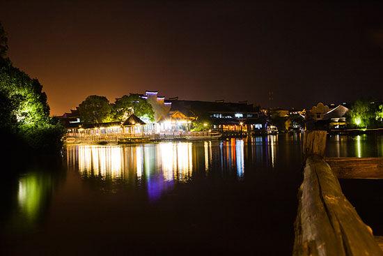 新浪旅游配图:乌镇夜色中的小桥流水 图:五哥视点的新浪博客