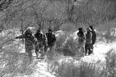 2名驴友北京灵山遇难 其中一名死者上身裸露 图