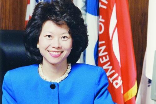 美国内阁史上首位华裔女部长赵小兰