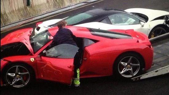 特鲁姆普与朋友撞车